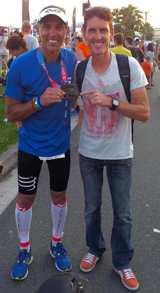 Paul Belmondo et son coach Jean-Baptiste Wiroth, lors de l'ironman de Nice 2015